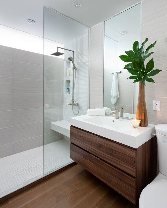 ¿Muebles de baños suspendidos o con patas?