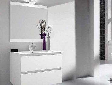 Muebles de baño blancos para dar luz